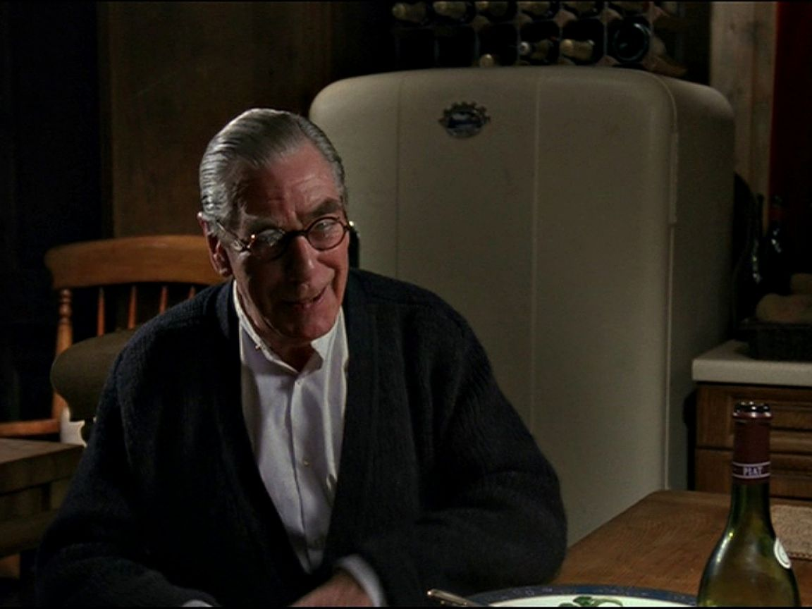Alfred In Dining Room Wallpaper 1152x864