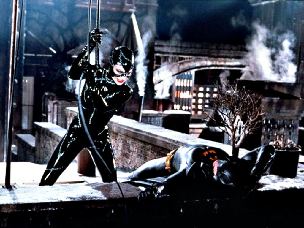 Catwoman Fights Batman On Roof Wallpaper 1024x768