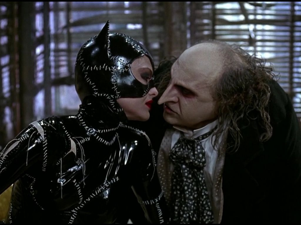 Catwoman Penguin Almost Kiss Wallpaper 1024x768